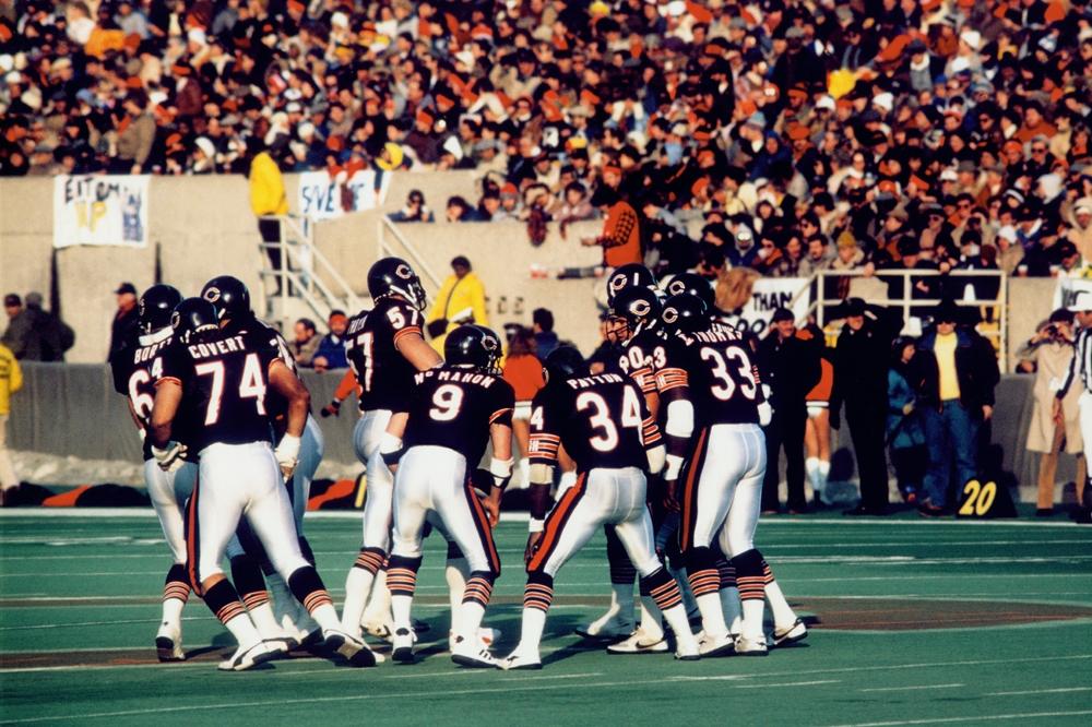 85 Bears Offensive Huddle Chicago Bears Framed Print