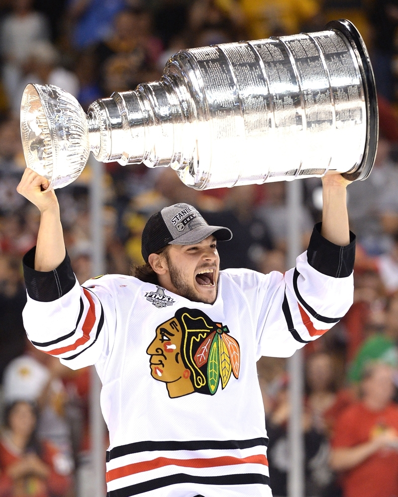 Michael Frolik Lifting The Stanley Cup Chicago