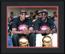 framed-print-of-scottie-pippen-and-michael-jordan