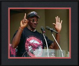 framed-print-of-michael-jordan-holds-up-six-fingers