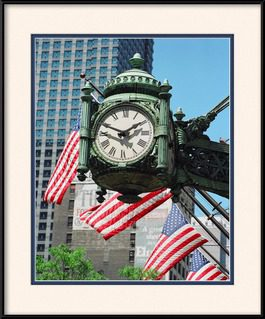 picture-of-iconic-marshall-field's-chicago-clock