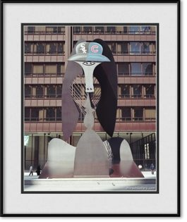 picture-of-picasso-sculpture-with-chicago-white-sox-cubshelmet