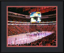 framed-print-of-blackhawks-flyers-during-the-national-anthem