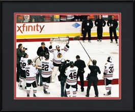 framed-print-of-goaltender-antti-niemi-raising-the-stanley-cup-trophy