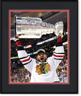 framed-print-of-michal-handzus-holding-stanley-cup
