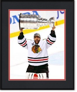 picture-of-corey-crawford-holding-stanley-cup