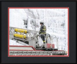 picture-of-courageous-chicago-firefighter-at-frozen-warehouse-fire
