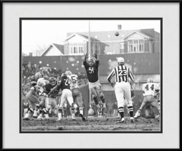framed-print-of-vintage-chicago-bears-black-white-dick-butkus-defense