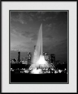 picture-of-black-white-dusk-at-buckingham-fountain