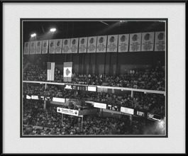 framed-print-of-old-chicago-stadium-black-white