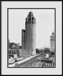 picture-of-vintage-chicago-tribune-tower