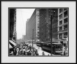 framed-print-of-chicago-trolley-cars-on-state-street