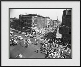 framed-picture-of-vintage-pilsen-neighborhood-july-4th-parade